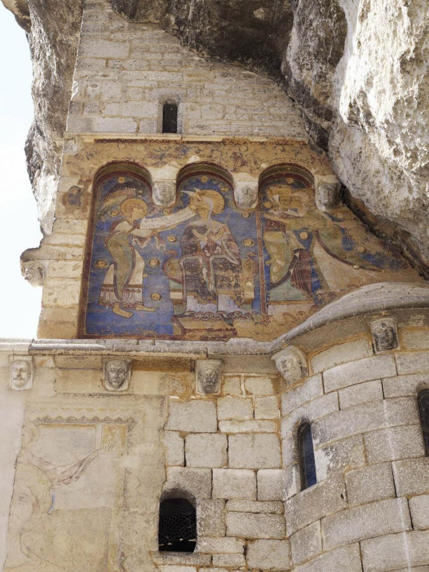 Fresques visibles sur le parvis des Sanctuaires
