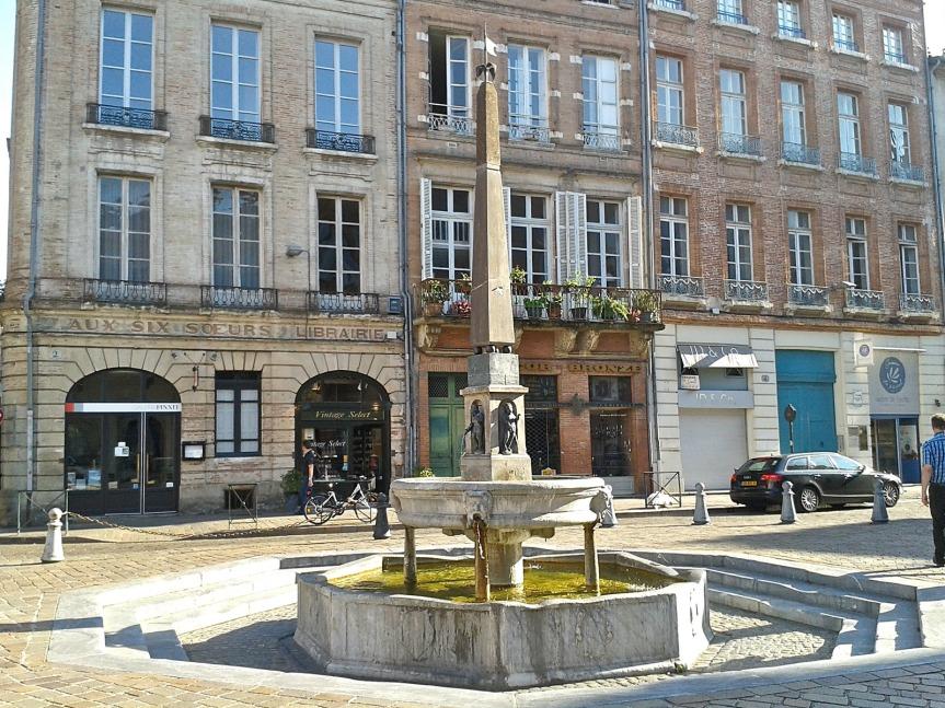 La fontaine de la place St-Etienne a été placée ici en 1547.