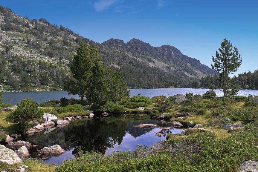 Le lac d'Aumar dans son écrin de granite