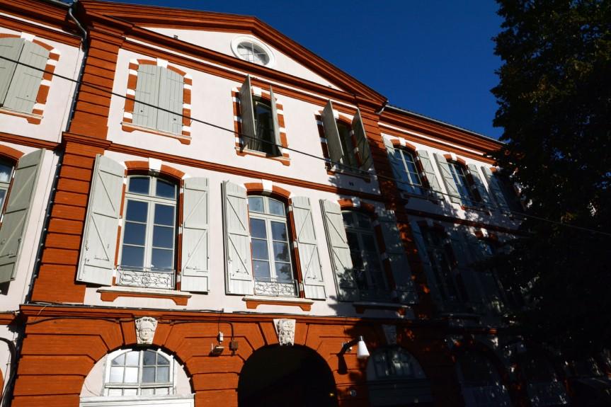 Le dernier acte de la célèbre affaire Calas (XVIIIème sicèle) se déroula place Saint-Georges