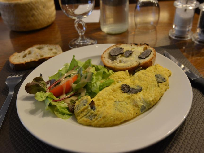 L'omelette aux truffes, un grand classique délicat à réussir.