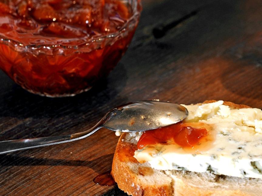 Le Roquefort se sert à température ambiance, chambré comme le vin.