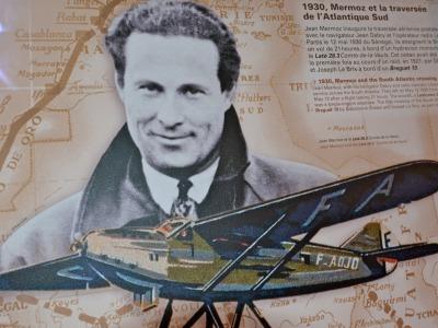 Sur la mezzanine, toute l'histoire de l'aviation.