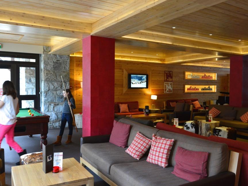 En accord avec l'environnement des montagnes, le salon du Mercure Sensoria, le seul hôtel 4 étoiles des Pyrénées françaises.