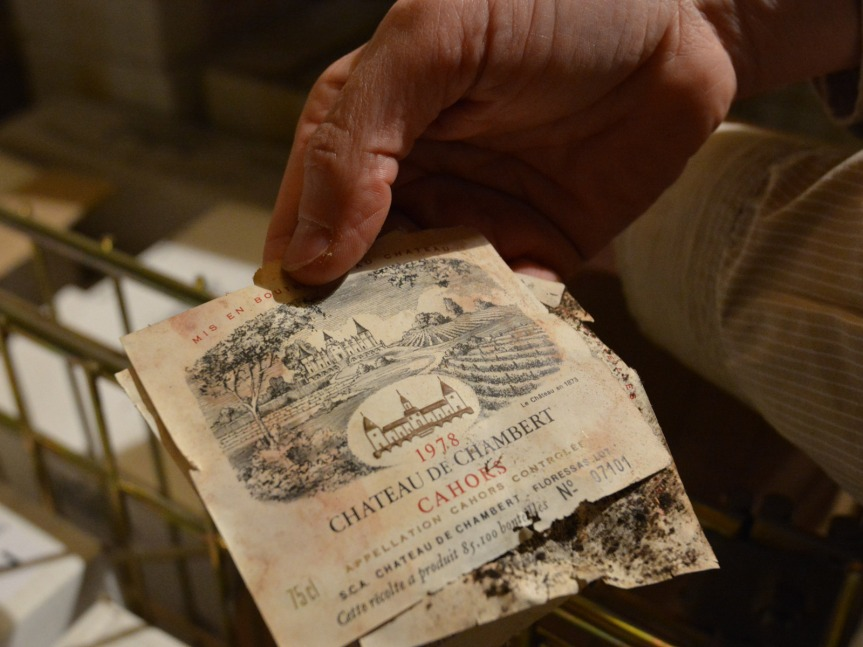Le Château de Chambert : un patrimoine exceptionnel. Ce très ancien vignoble date de 1690. Au début du XXème, il fut la propriété du Général Bataille, mort à la guerre en 1914. Abandonné, le château repris vie en 1974. Depuis, il est travaillé en biodynamie.