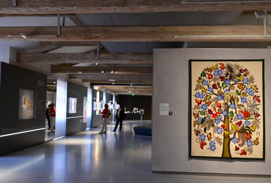 """Le Musée Dom Robert occupe 1 500 m2 au 1er étage de l'abbaye-école de Sorèze. A droite, """"Les oiseaux rares"""" de Dom Robert."""