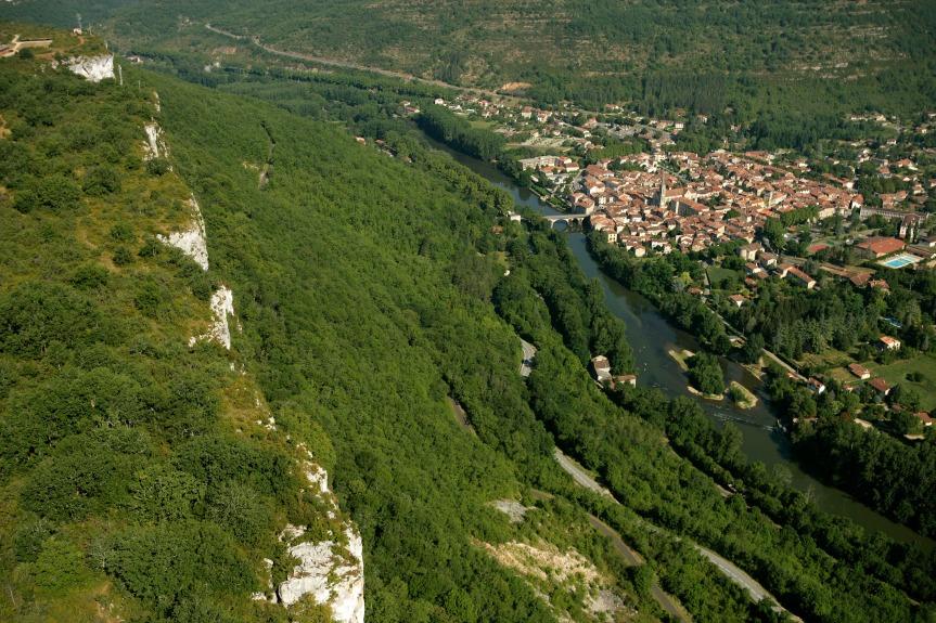 Saint-Antonin-Noble-Val vue depuis la falaise du Roc d'Anglars