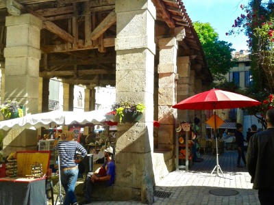 Le marché du dimanche à Saint-Antonin, l'un des plus beaux de la région.