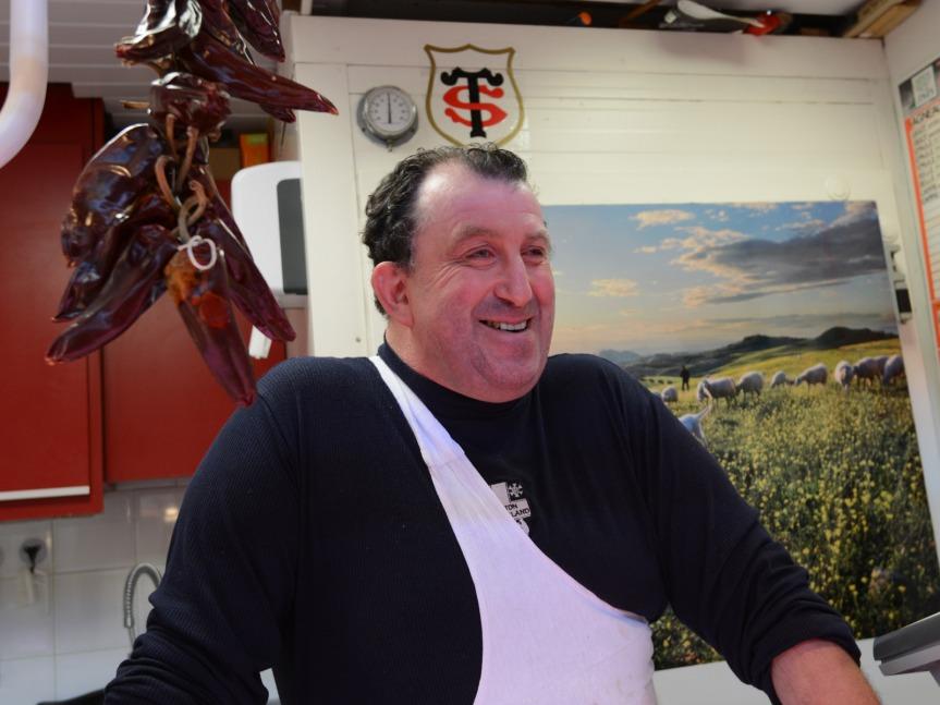Marché St-Cyprien : M.Mellet, fier défenseur de l'agneau fermier du Quercy.