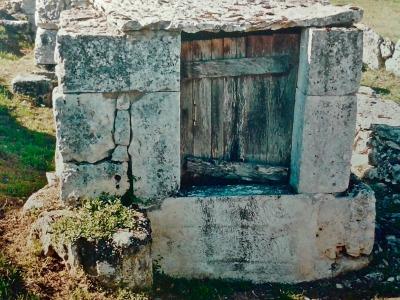 L'un des douze puits de Laburgade. Ils datent du XVIIIème siècle.