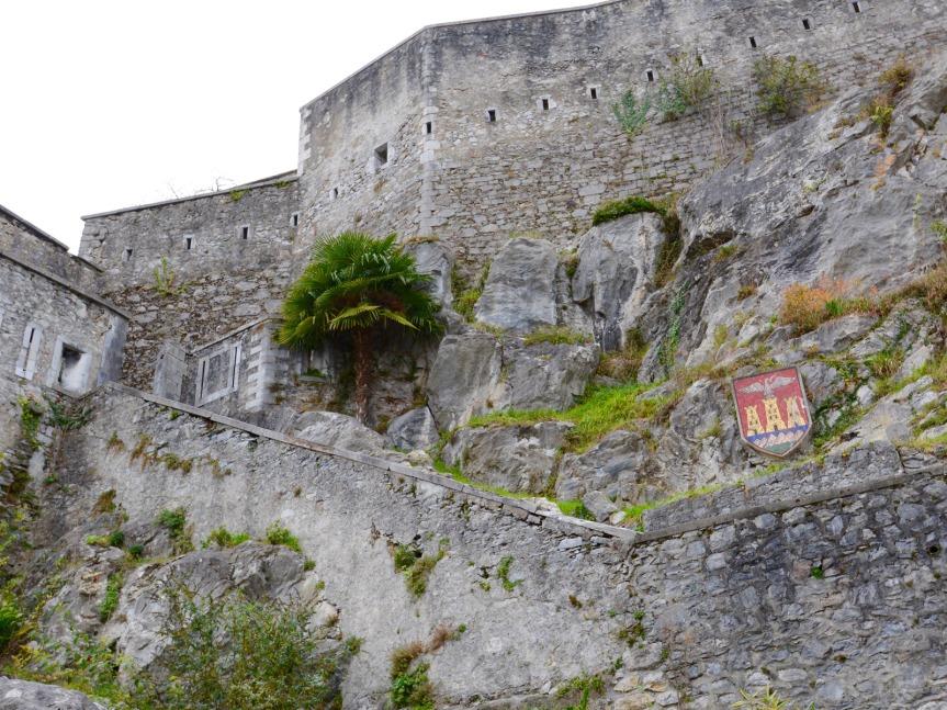 Vers le château fort de Lourdes, point d'orgue du circuit.