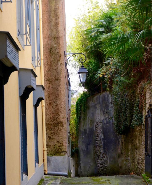 Ruelles et venelles à travers Lourdes l'insoupçonnée