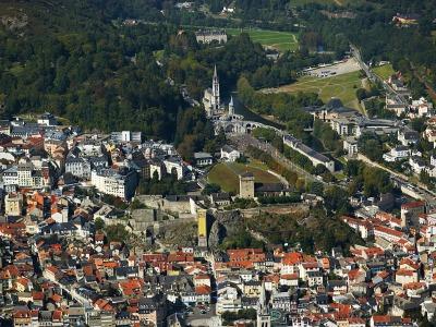 La ville mariale et ses sanctuaires.