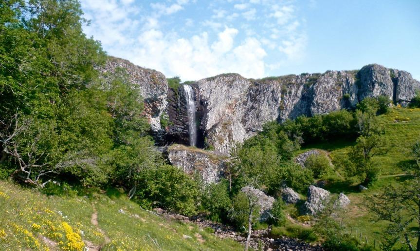 La cascade de Déroc, accessible en voiture ou à pied depuis Nasbinals.